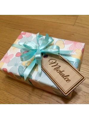 Dřevěná jmenovka na dárky