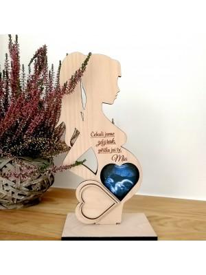 Stojánek na obrázek z ultrazvuku ve tvaru těhotné ženy